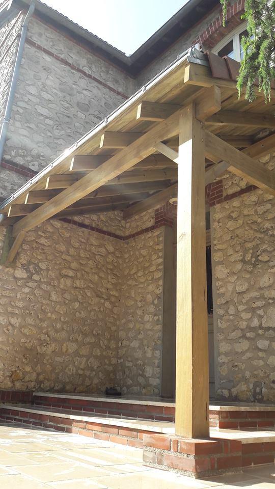 Appentis en bois, assemblage tenon/mortaise, tuiles plates et goutière zinc