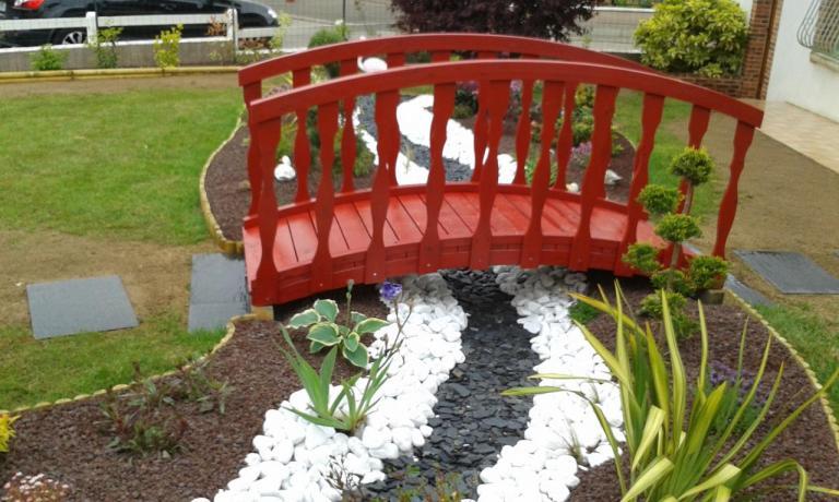 Rivière sèche et pont style jardin Japonais