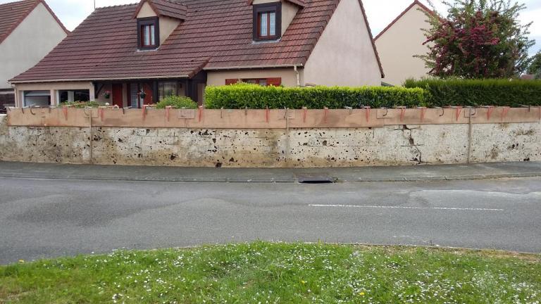 Rehausse et ravalement d'un mur de clôture