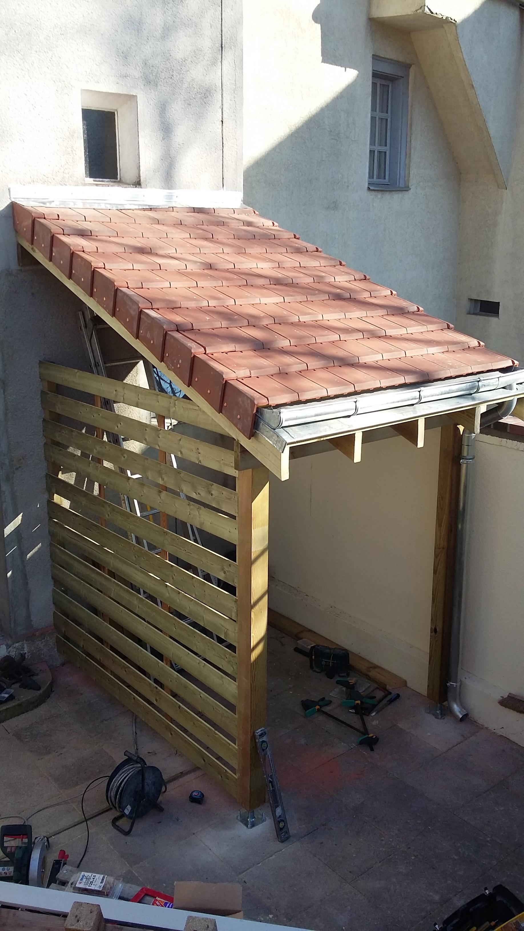Abri bois sur une terrasse